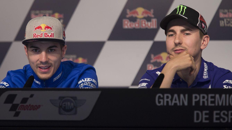 Foto: Maverick Viñales y Jorge Lorenzo, durante la rueda de prensa oficial en el circuito de Jerez. (EFE)