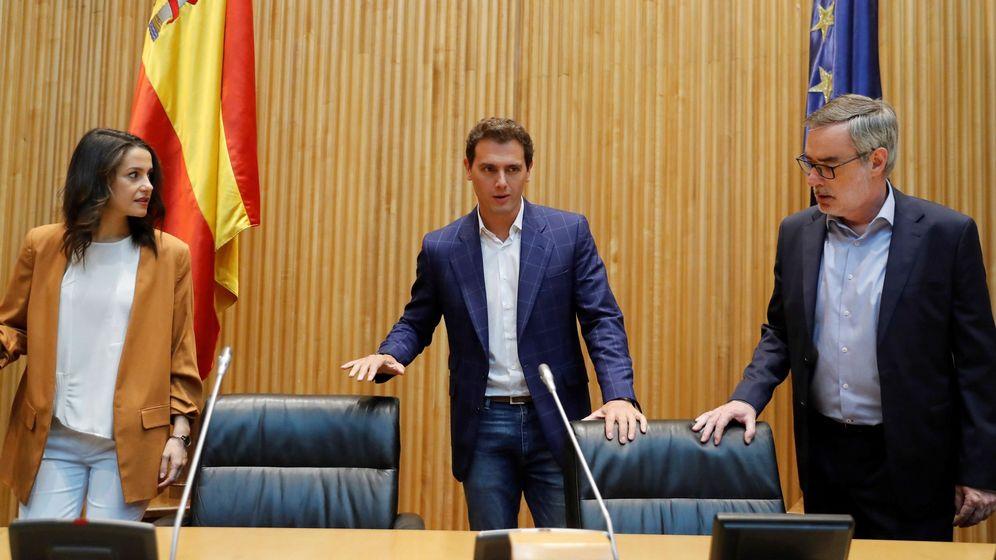 Foto: El presidente de Ciudadanos, Albert Rivera, la diputada Inés Arrimadas, y el Secretario de organización José Manuel Villegas (d). (EFE)