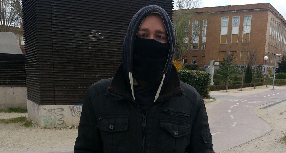 Foto: Luis participó en los enfrentamientos con la Policía del 22-M. (Fotografías: El Confidencial)