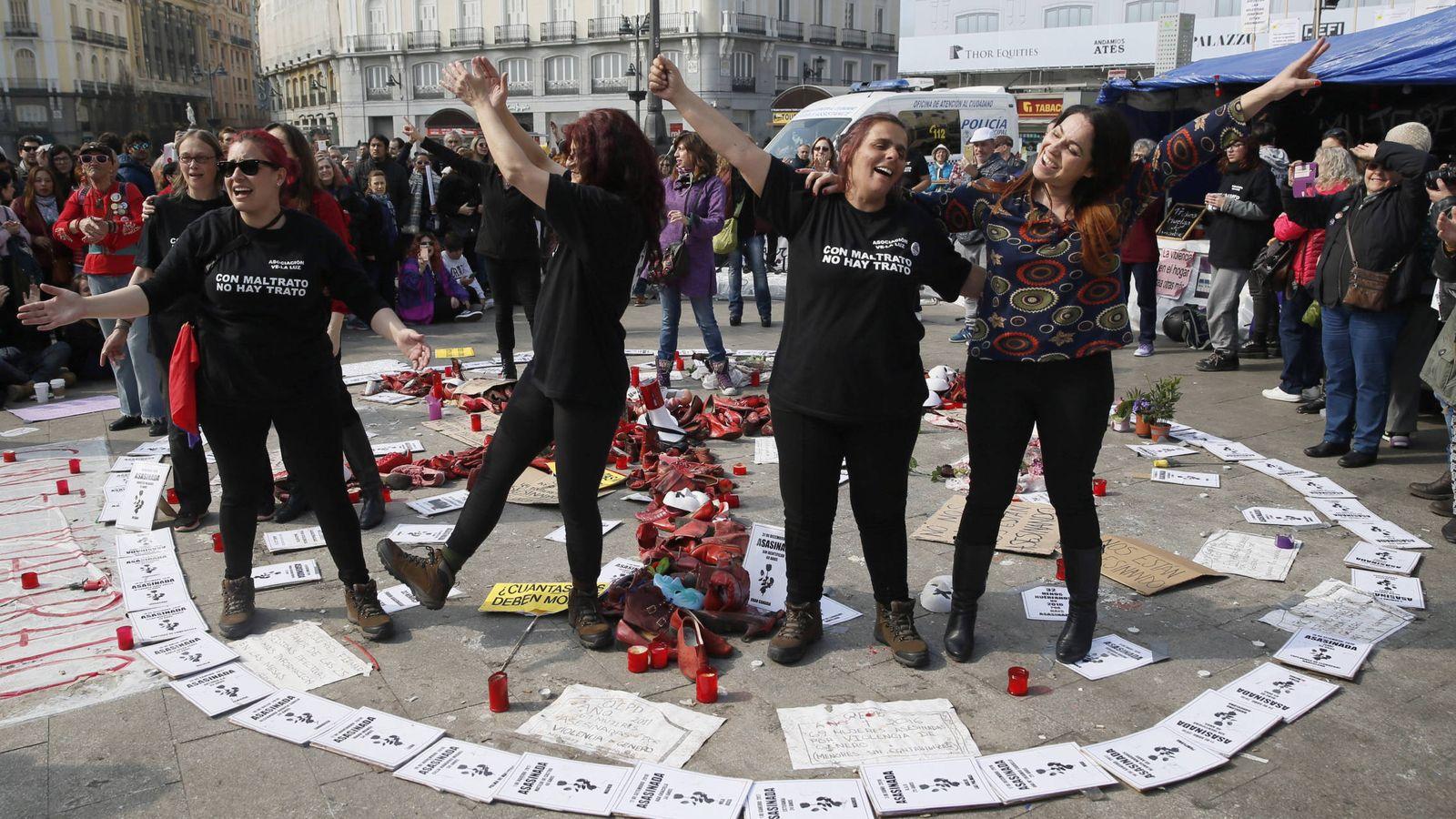 Foto: Imagen de las mujeres en huelga de hambre en la Puerta del Sol. (EFE)