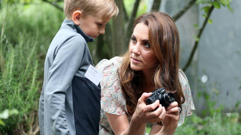 Kate Middleton, en un taller de fotografía. (Cordon Press)