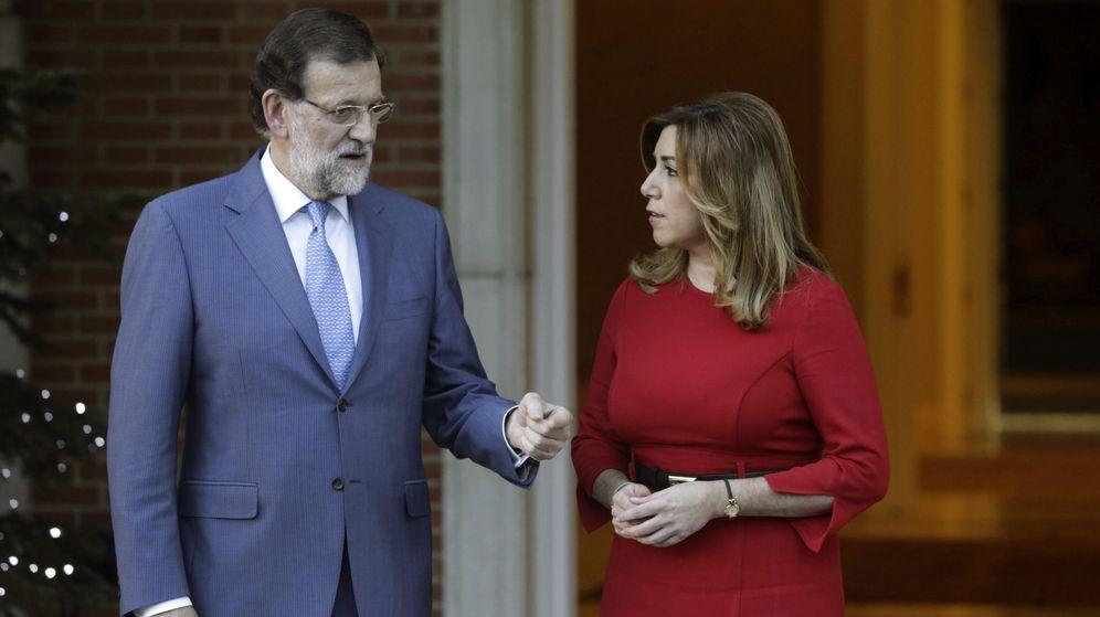 Foto: El presidente del Gobierno, Mariano Rajoy, junto a Susana Díaz, presidenta en funciones de la Junta de Andalucía en una imagen de archivo. (EFE)