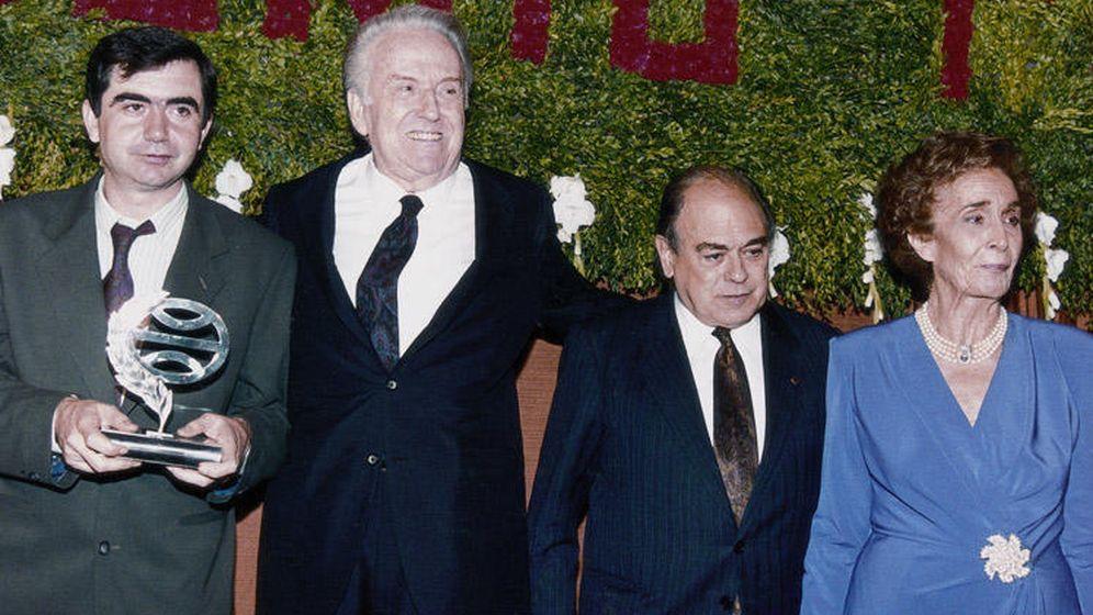 Foto: Anonio Muñoz Molina, José Manuel Lara, Jordi Pujol y Marta Ferrusola