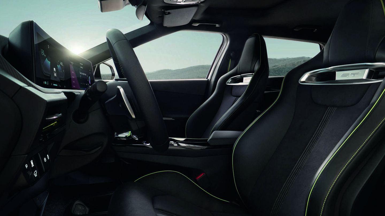 La versión EV6 GT ofrece un interior más cuidado y deportivo.