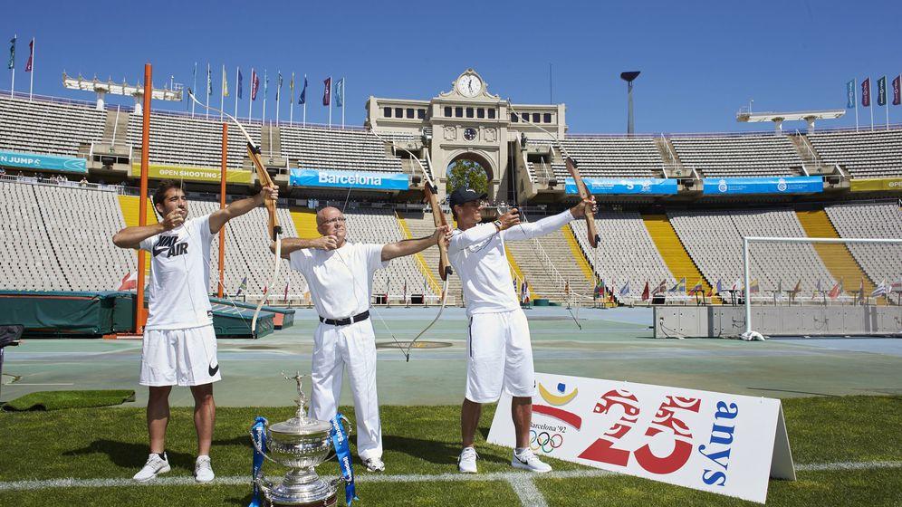 Foto: Rafa Nadal y Marc López junto a Antonio Rebollo en el 25 aniversario de los JJOO. (EFE)