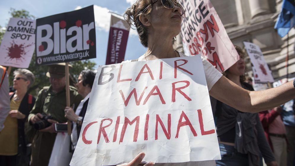 Foto: Manifestación pidiendo que se juzgue a Tony Blair por crímenes de guerra en Londres, el 6 de julio de 2016 (Reuters)