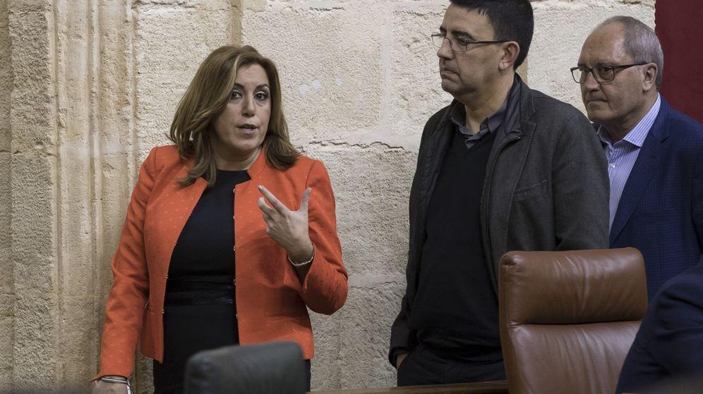 Foto: La presidenta andaluza, Susana Díaz, conversa con el portavoz de la gestora del PSOE y portavoz del grupo parlamentario, Mario Jiménez. (EFE)
