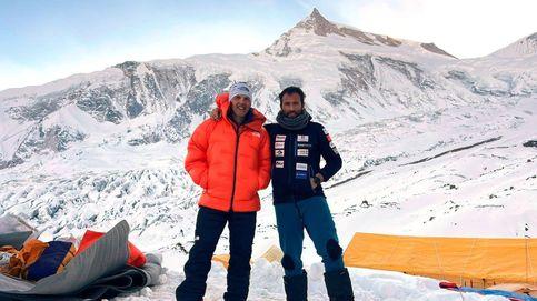 Los 40 alpinistas españoles atascados en Katmandú, más cerca de la repatriación