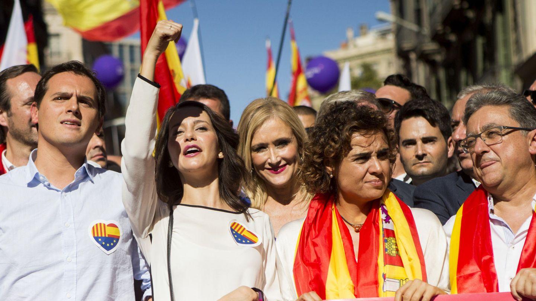 Rivera, Inés Arrimadas, Cifuentes, Monserrat y Millo en la manifestación de Barcelona. (EFE)