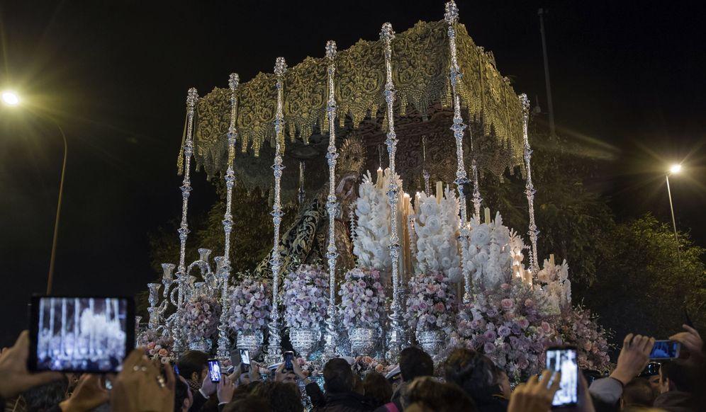 Foto: Procesión de 'la Madrugá' en la Semana Santa de Sevilla. (EFE)