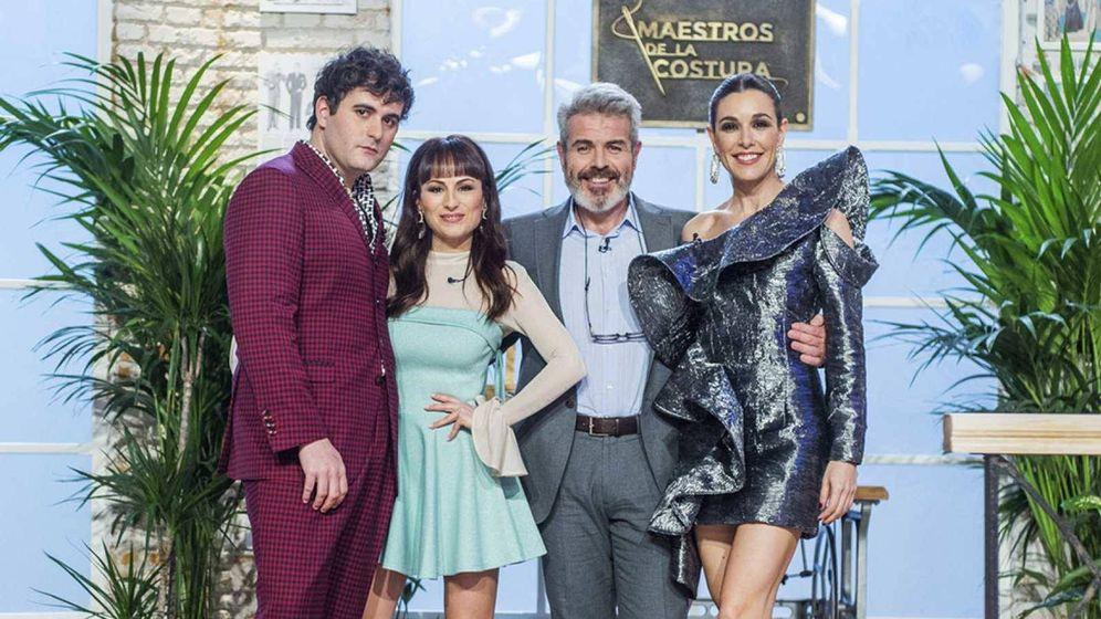 Foto: Raquel Sánchez Silva con el jurado de 'Maestros de la costura'. (RTVE)