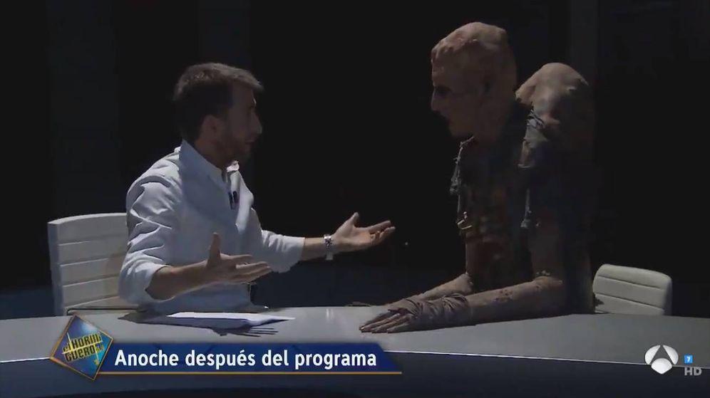 Foto: Pablo Motos junto a el monstruo de 'El hormiguero'. (Antena 3)