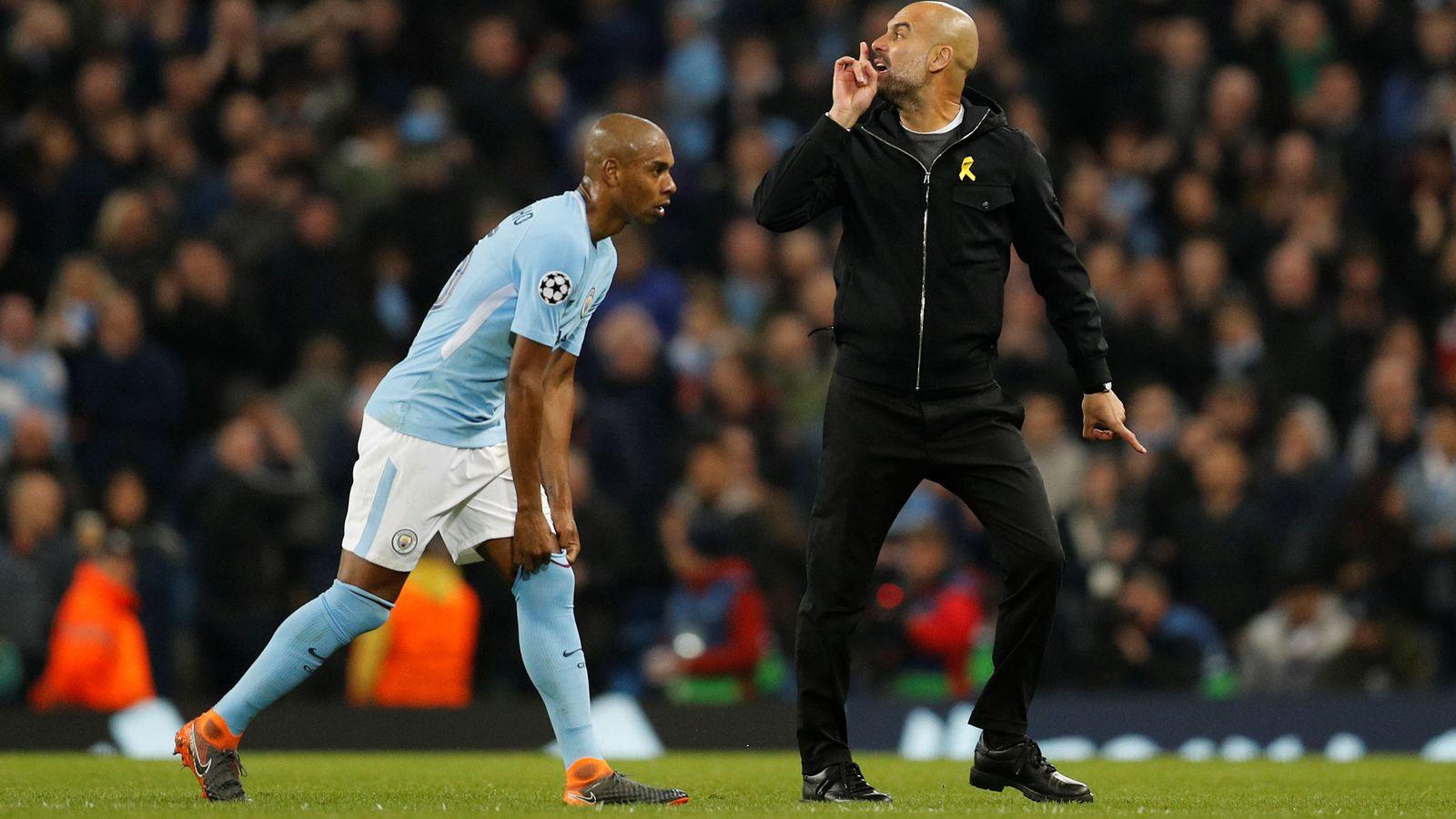 Foto: Uno de los gestos que le costaron la expulsión a Guardiola ante el Liverpool. (Reuters)