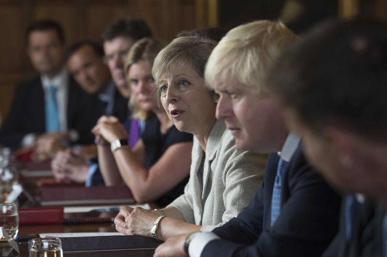 Foto: Theresa May durante una reunión de gobierno para discutir los planes tras el Brexit, en Chequers in Buckinghamshire, el 31 de agosto de 2016 (Reuters).