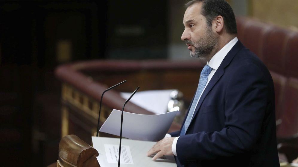 Foto: José Luis Ábalos, en el Pleno del Congreso. (EFE)