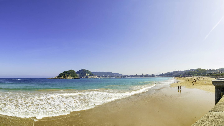 Vista panorámica de la playa de La Concha en San Sebastián.