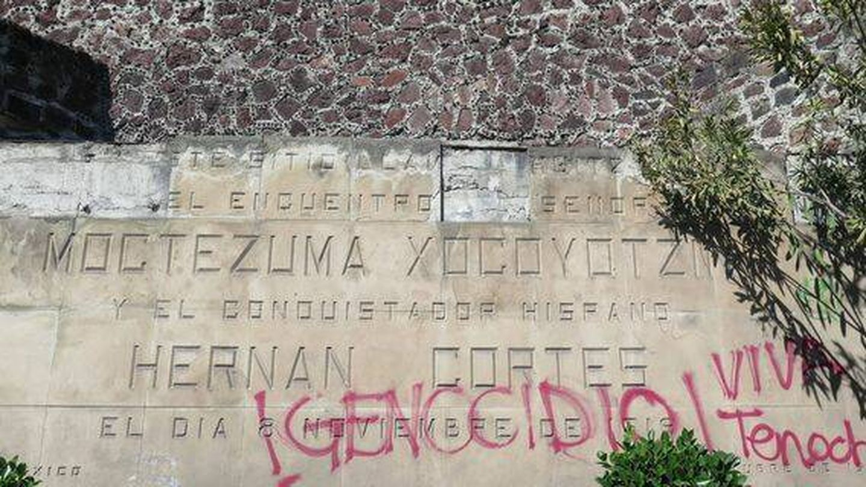 Placa en CDMX del encuentro entre Cortés y Moctezuma. (J.B.)