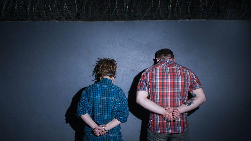 El acertijo imposible de los 2 prisioneros: tiene solución, aunque no lo parezca