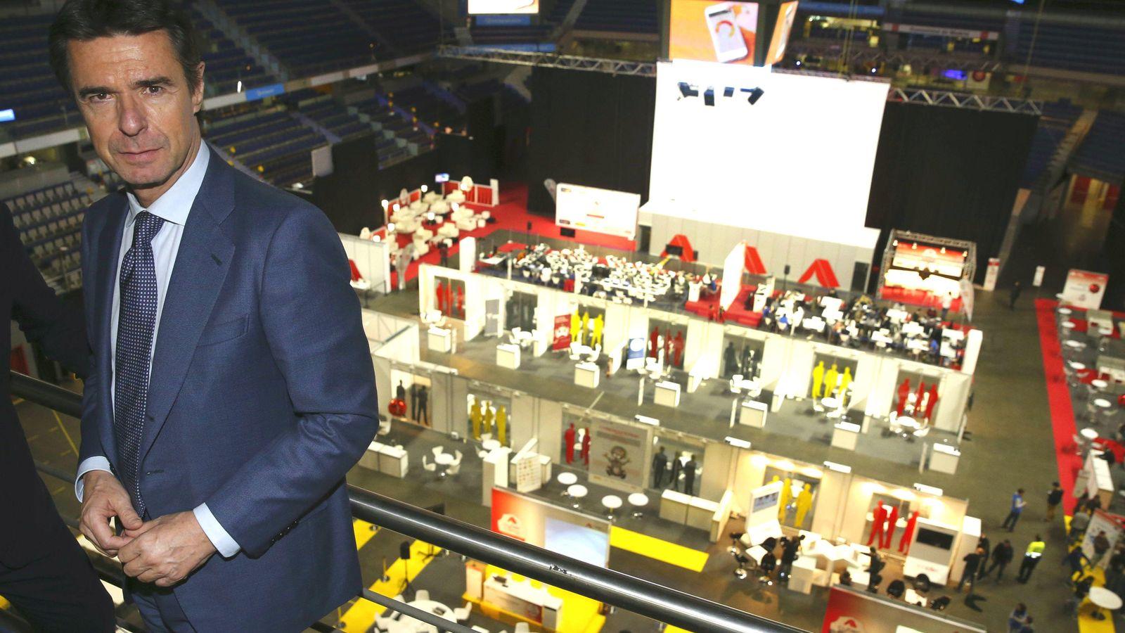 Foto: El ministro de Industria, Energía y Turismo, José Manuel Soria, durante su visita al evento CyberCamp 2015. (Foto: EFE)
