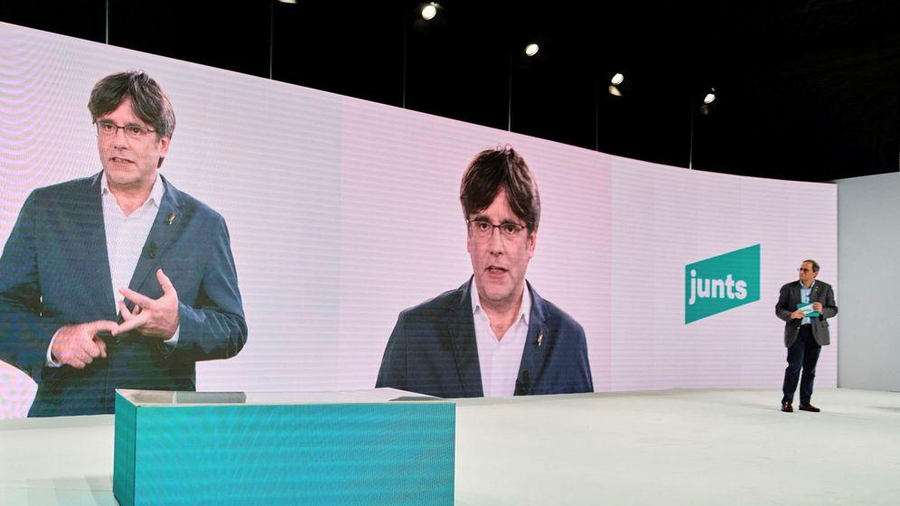Foto: Carles Puigdemont por videoconferencia y Quim Torra. (EFE)