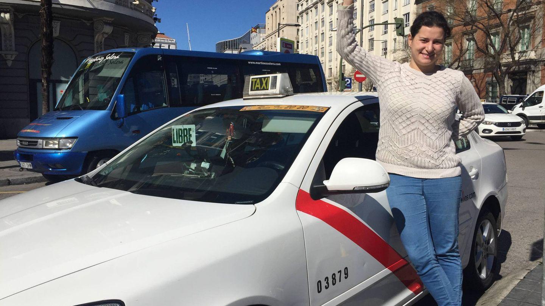 Patricia conducirá este jueves su coche empapelado de consignas feministas. (EC)