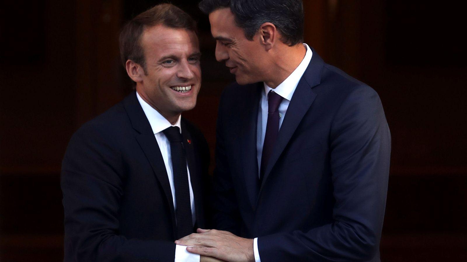Foto: Sánchez recibe a Macron en su primera visita oficial a España. (Reuters)