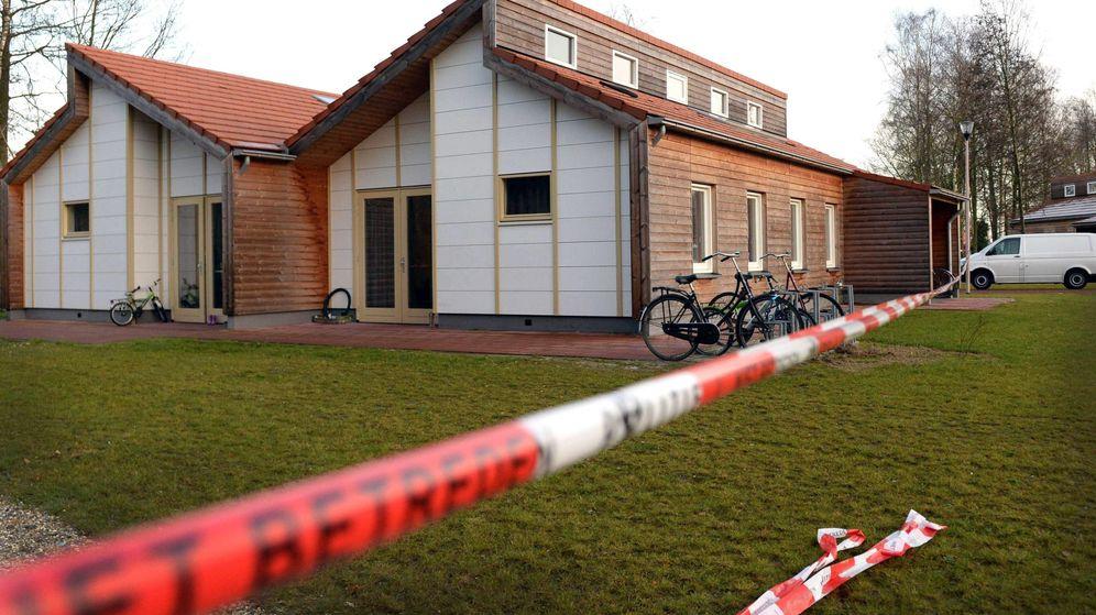 Foto: Imagen de una vivienda acordonada tras un episodio de violencia doméstica. (EFE)
