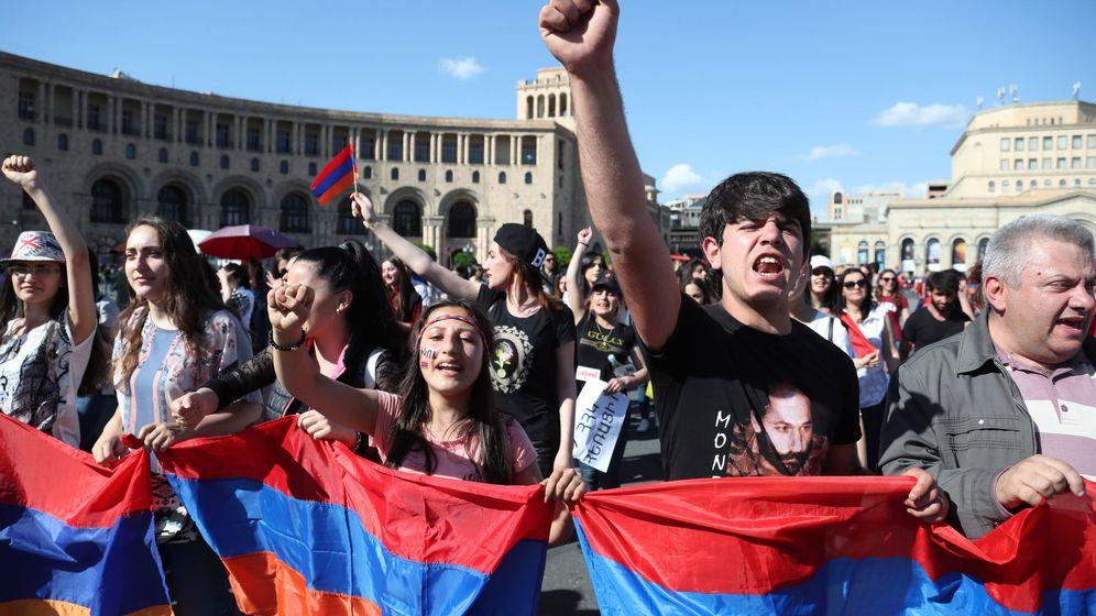 Foto: Opositores armenios bloquean una calle de Ereván el pasado mayo. (EFE)