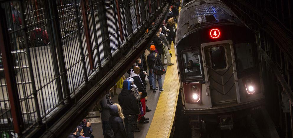 Pasajeros en el metro de Nueva York. (Reuters)