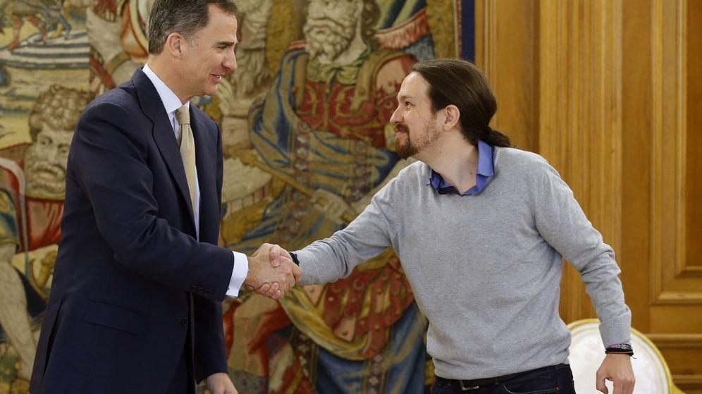 Foto: El rey Felipe VI ha recibido hoy en el Palacio de la Zarzuela al líder de Podemos, Pablo Iglesias, en su tercera y última ronda de consultas. (EFE)