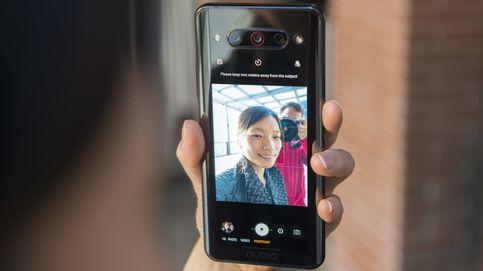 Apunta este móvil reversible: la idea más extraña del año es una gran alternativa