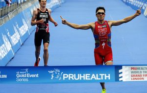 Noya ya es leyenda viva del triatlón al ganar su tercer mundial