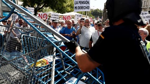 Los pensionistas vuelven a la calle: tensión entre Policía y jubilados frente al Congreso