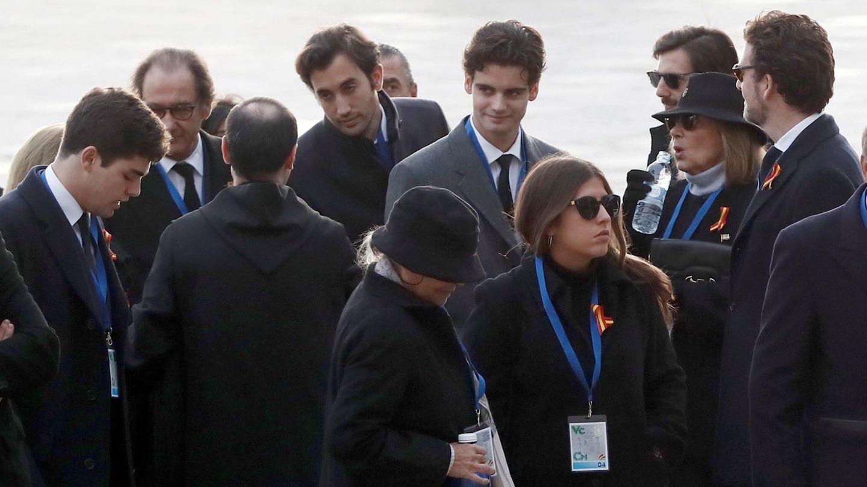 La familia a su llegada al acto. (EFE)