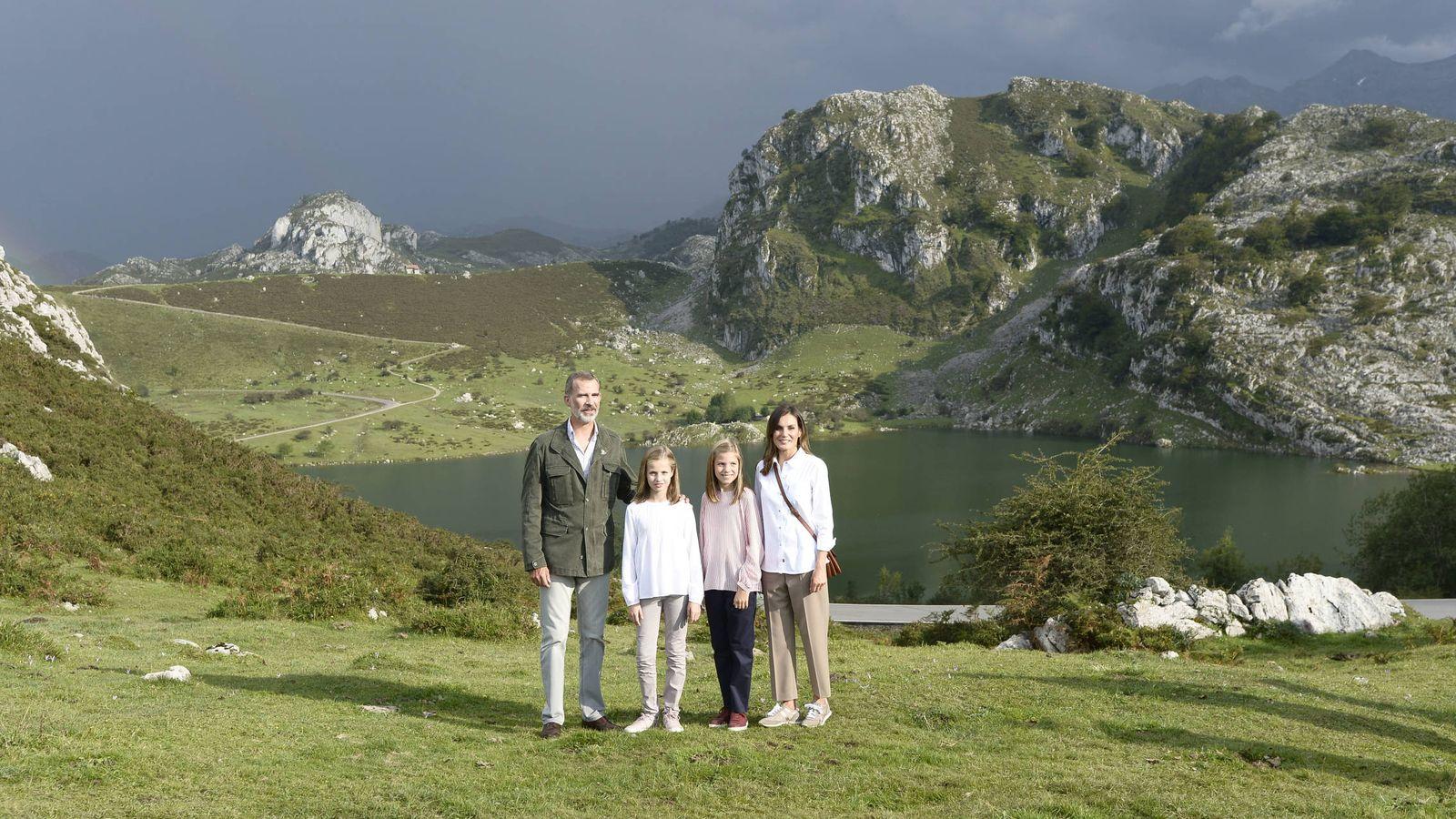 Foto: La Familia Real posa en el Lago Enol. (Limited Pictures)