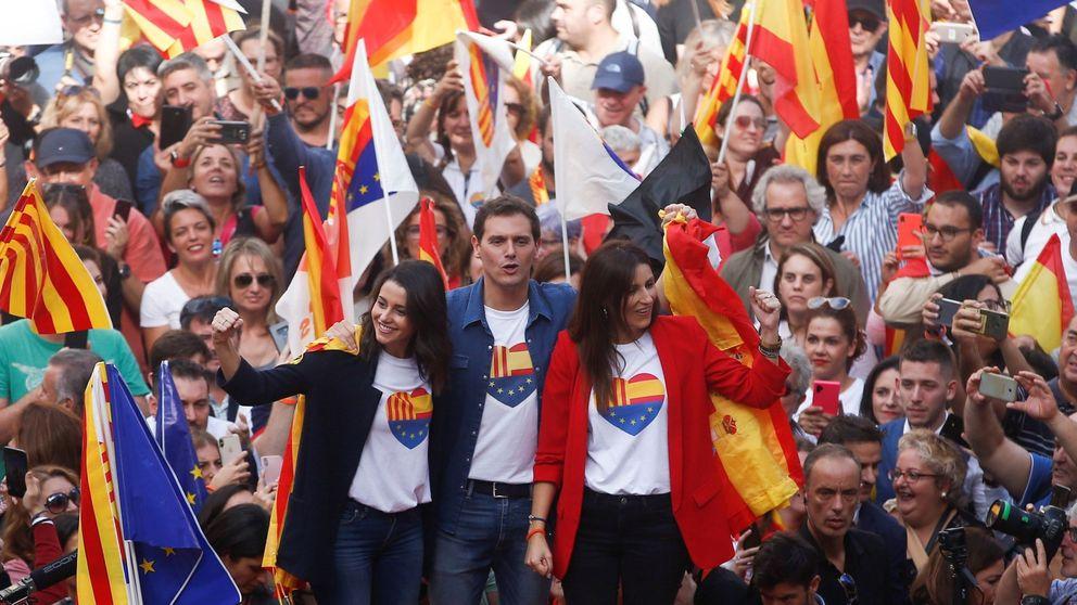 Rivera pide en Barcelona que Pedro Sánchez saque a Torra de la Generalitat