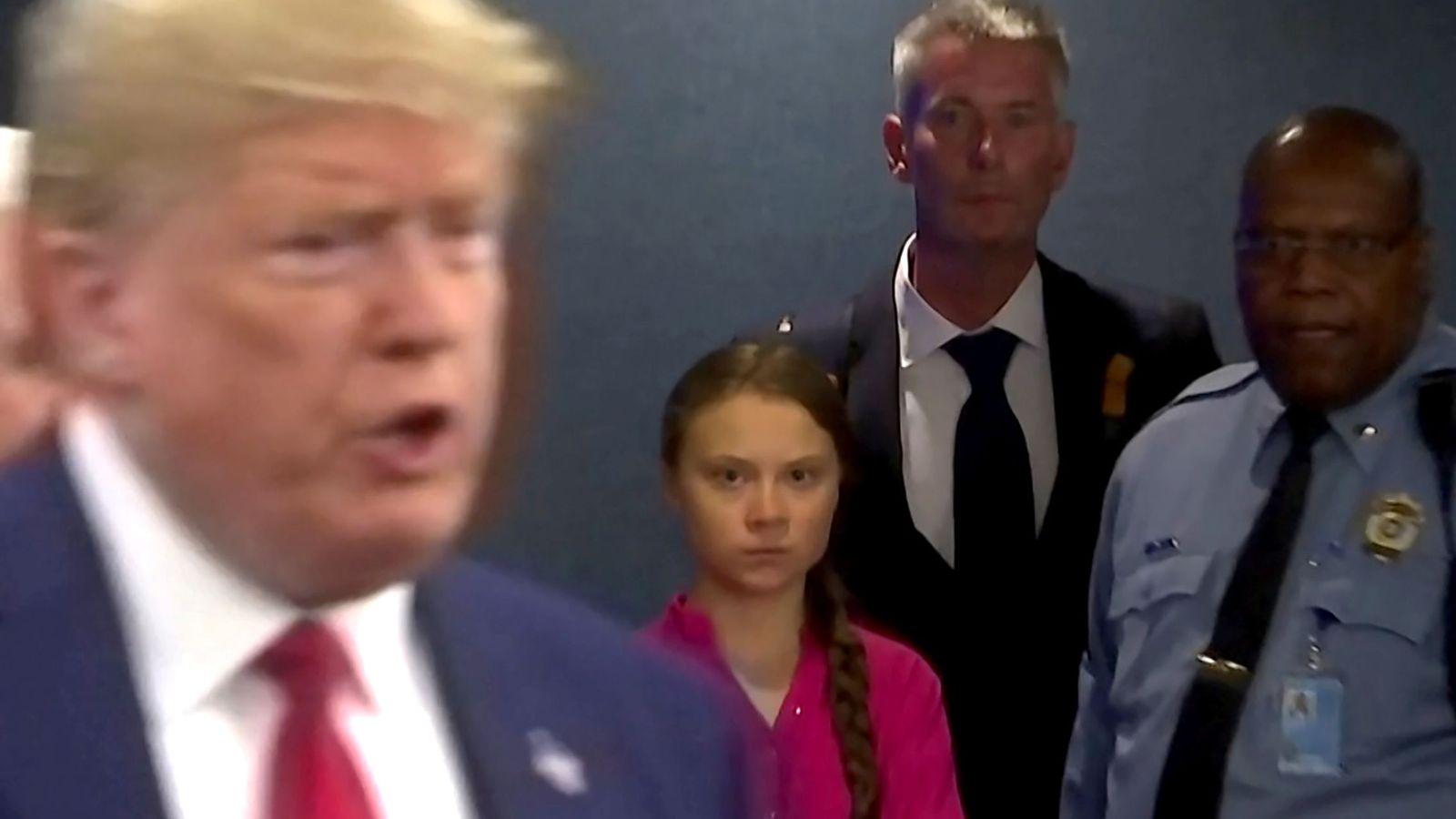 Foto: La activista Greta Thunberg observa en la ONU la llegada de Donald Trump. (Reuters)