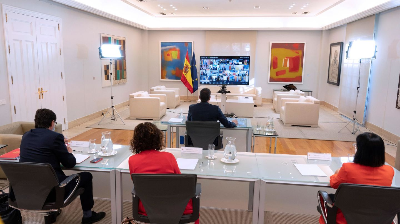 Pedro Sánchez, en un encuentro con los presidentes autonómicos. (EFE)
