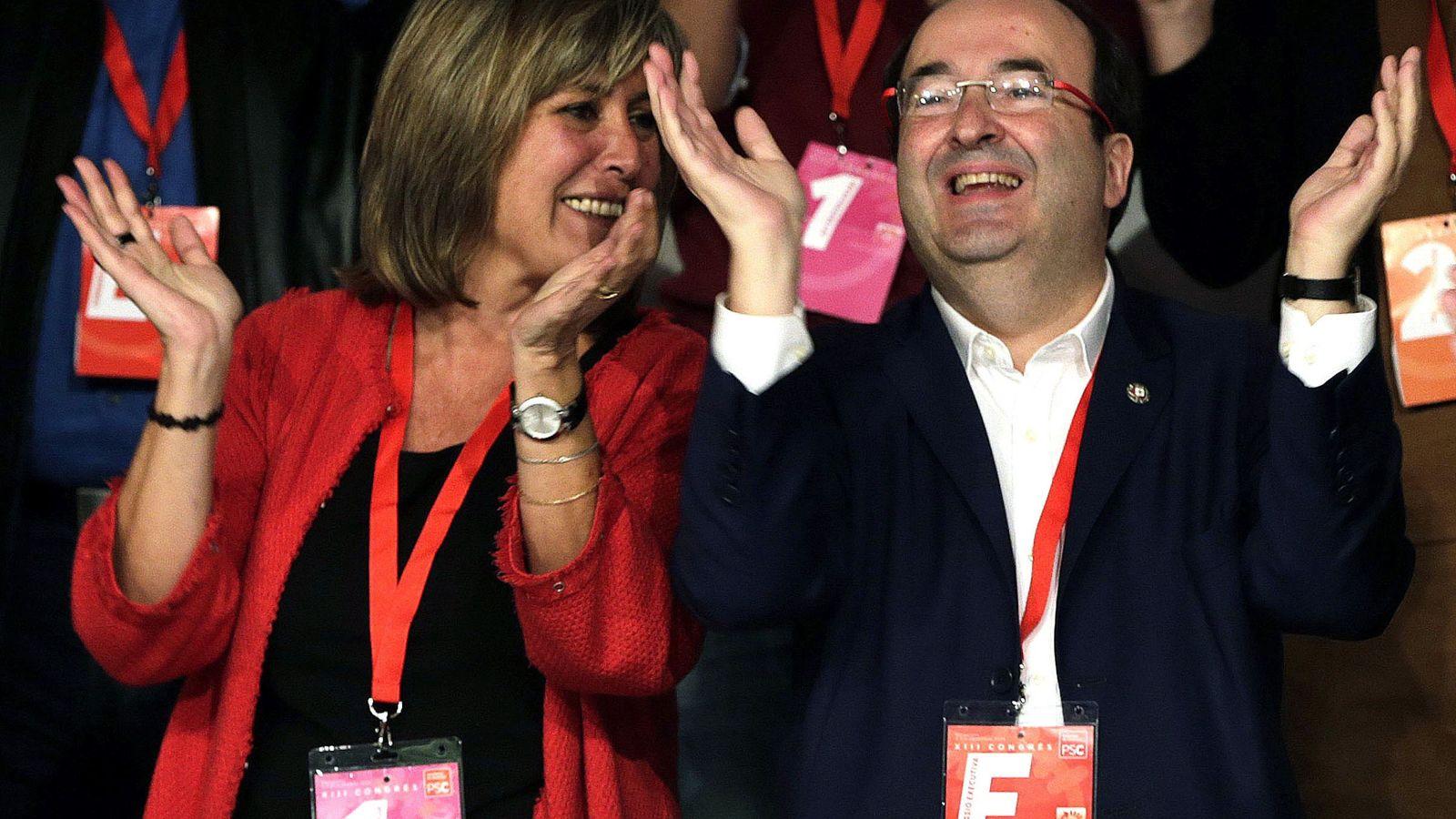 Foto: El primer secretario del PSC, Miquel Iceta, junto a la alcaldesa de L'Hospitalet, Nuria Marín. (EFE)