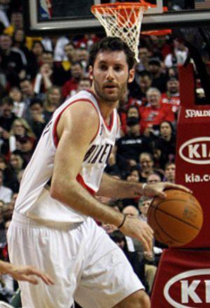 Los Blazers ganan, con ocho puntos de Rudy, a unos Spurs mermados por las bajas