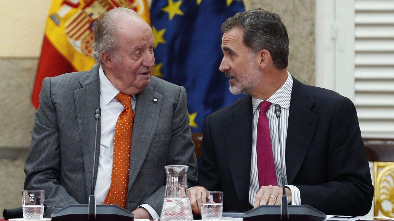 El rey Juan Carlos y el rey Felipe, juntos en un acto. (EFE)