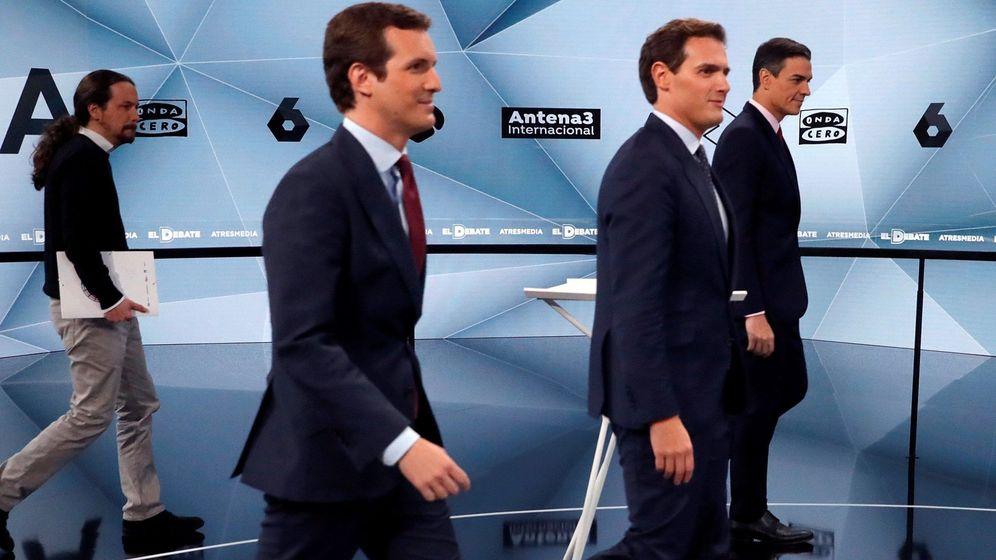 Foto: Iglesias, Casado, Rivera y Sánchez, a su entrada al plató de Atresmedia donde se celebró el segundo debate electoral. (EFE)
