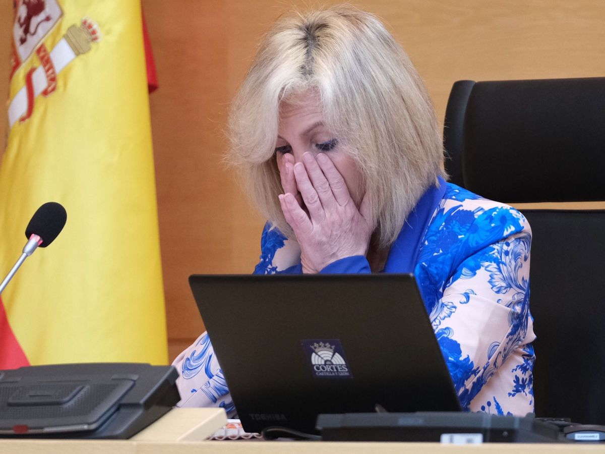 Foto: Lágrimas de Casado al recordar a los sanitarios fallecidos por covid-19. (EFE)