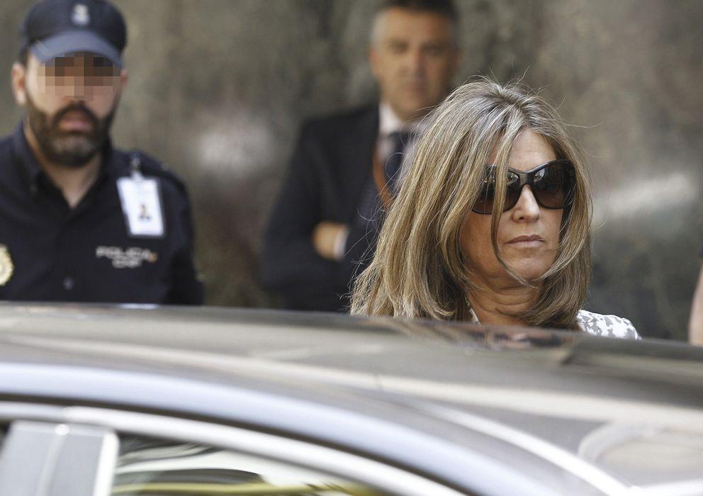Foto: Rosalía Iglesias, mujer del extesorero del PP Luis Bárcenas, a la salida de la Audiencia Nacional. (EFE)