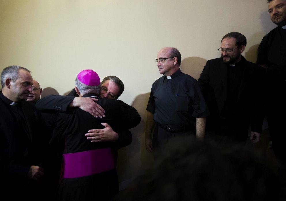 Foto: El nuevo arzobispo de Madrid, Carlos Osoro, en su despedida, hoy, de Valencia (EFE)
