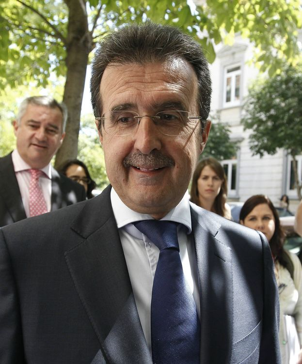 Foto: José Luis Ulibarri al llegar a declarar por la Gurtel. (EFE)