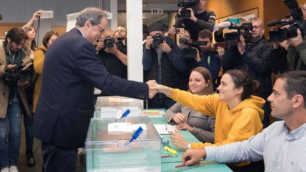 Foto: Quim Torra saluda a la presidenta de su mesa, que es su propia hija (EFE)