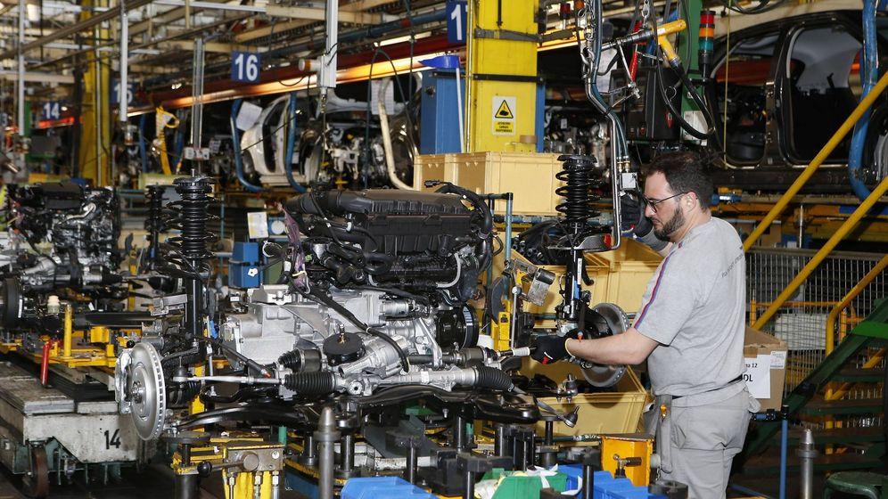 Foto: Una fábrica de vehículos en una imagen de archivo. (EFE)