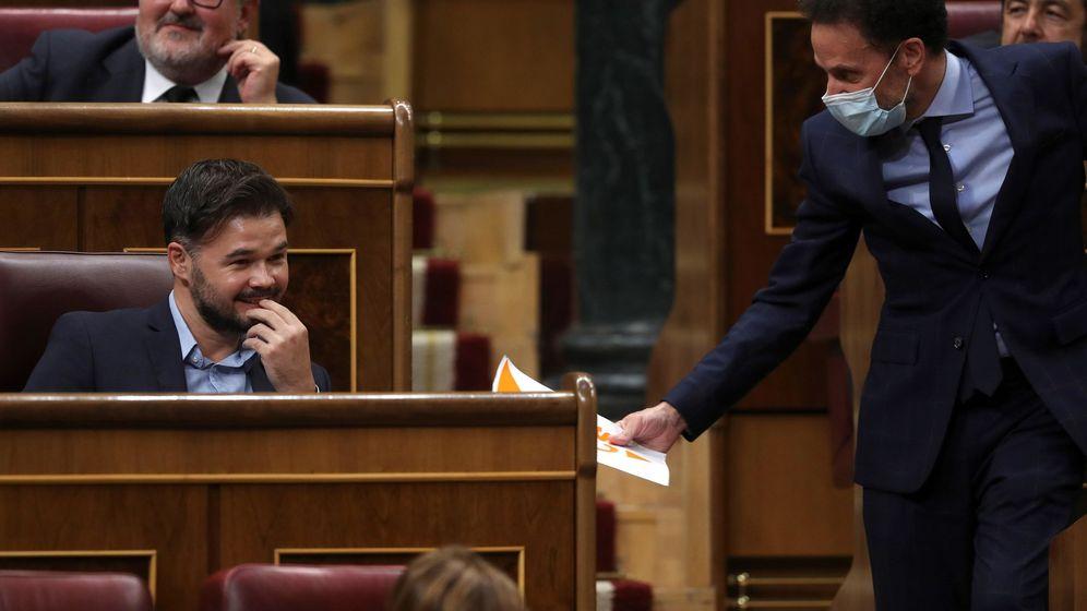 Foto: Gabriel Rufián y Edmundo Bal, en el Congreso de los Diputados. (EFE)