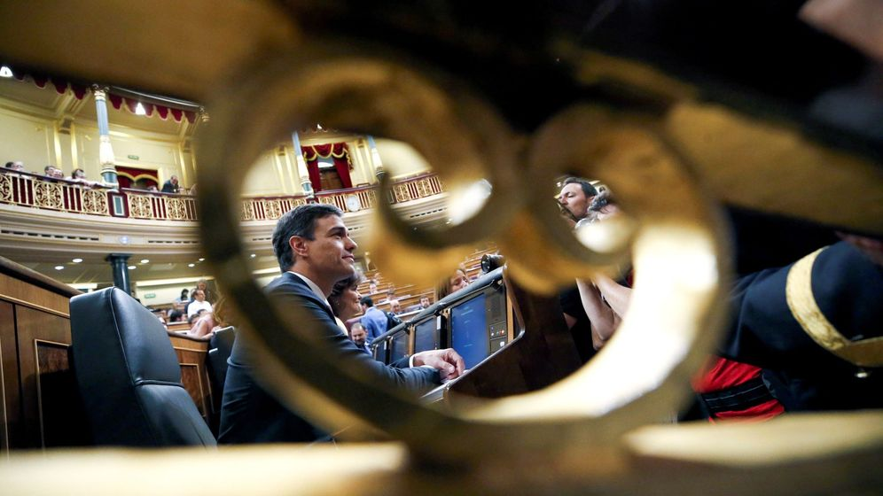 Foto: El presidente del gobierno Pedro Sánchez, a su llegada a la sesión de control de la pasada semana en el Congreso de los Diputados. (EFE)